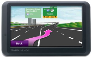nuvi765_lane-assist-with-road-sign-detail