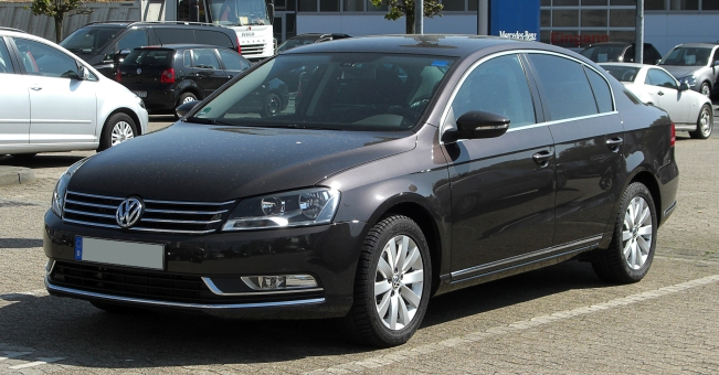 VW_Passat_2.0_TDI_BlueMotion_Technology_Comfortline_(B7)_–_Frontansicht,_1._Mai_2011,_Ratingen.jpg