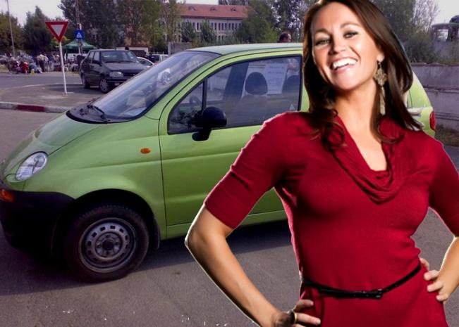 femeie_ocolul_lumii_manevre_parcare